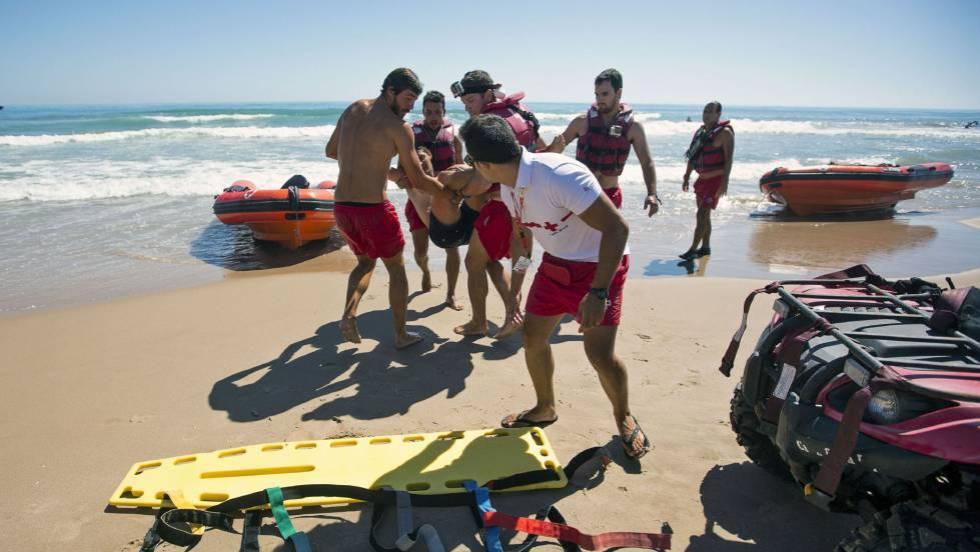 d40e226fed878 Rescate  Así se rescata a una persona que se ahoga en el mar ...