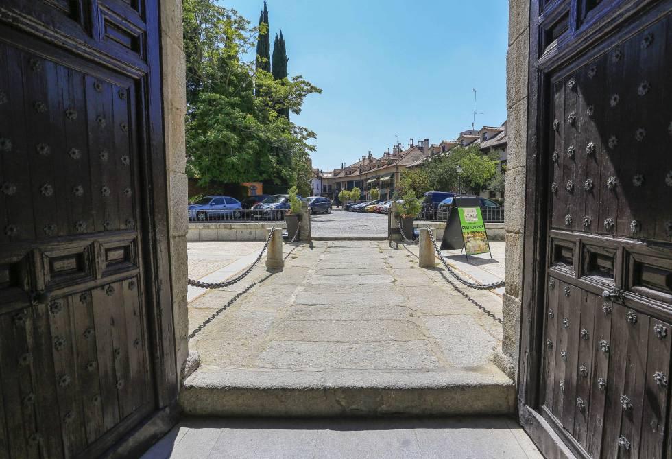 Risas De Estudiantes En Torno A Un Castillo Madrid El Pais