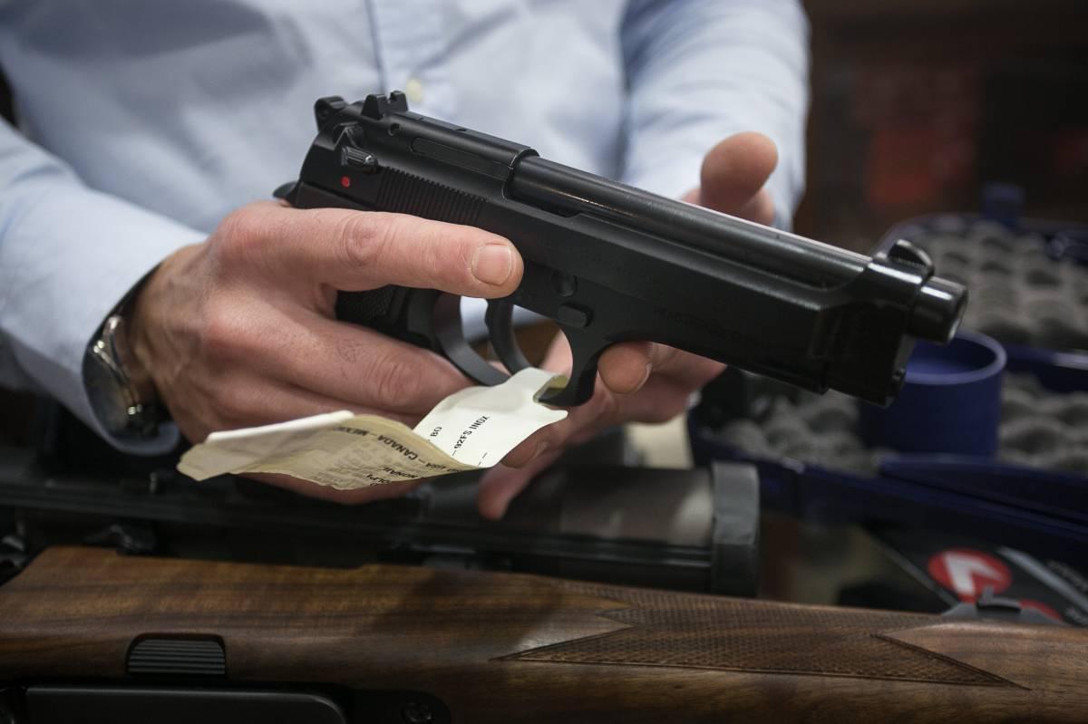 64fb2070bca Armas  La España que lleva pistola