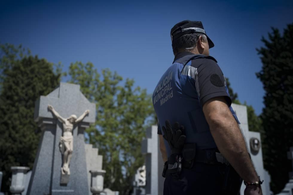 la policía patrulla por la almudena tras los últimos actos