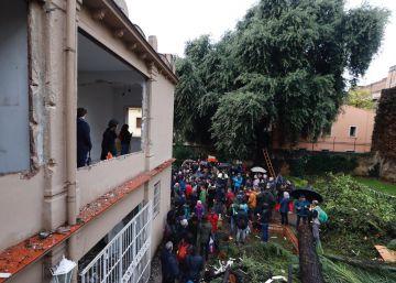 Colau suspende nuevas licencias de obras en Gràcia para evitar el derribo de más casas
