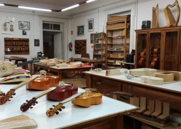 Vigo mantiene en suspenso el futuro de la única escuela de lutería antigua de España