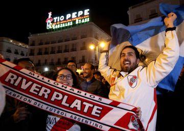 La fiesta de River Plate en Madrid: la Puerta del Sol se tiñe de rojo y blanco