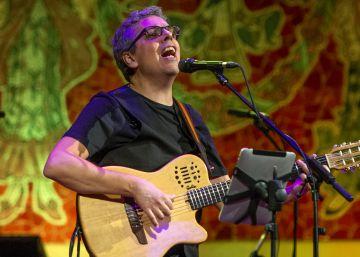 Pedro Guerra contagia optimismo en el Palau de la Música