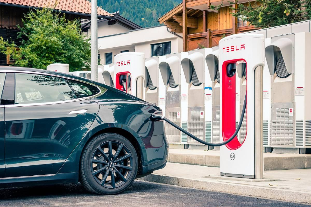 Los supercargadores Tesla ahora son más lentos en Europa, ¿por qué?