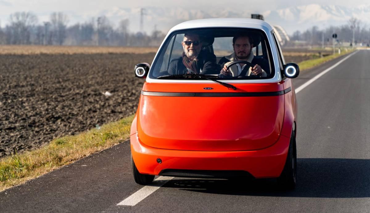 Microlino: así es el coche eléctrico sin puertas y faros en los retrovisores