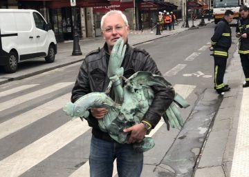 Recuperado el gallo de cobre que coronaba la aguja de Notre Dame
