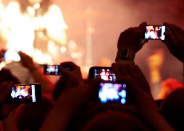 El incordio de los vídeos y las fotos de los móviles en los conciertos