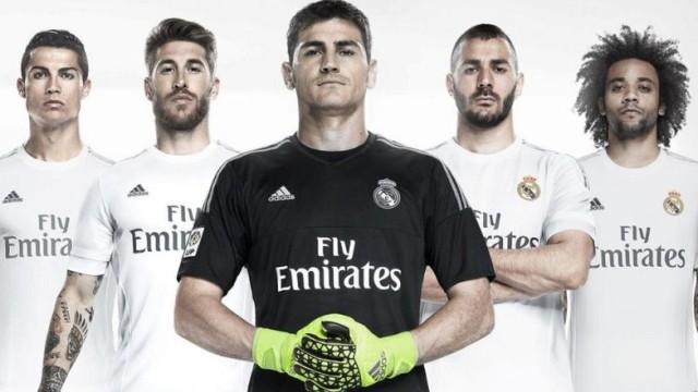 El Madrid presenta su nueva camiseta con Casillas al frente ... 1f387160c78bd