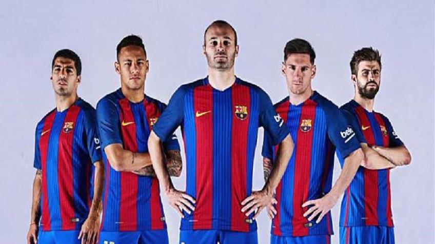 El Barça presenta su nueva camiseta  7d5b7d3f69b47