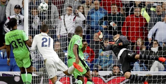 El campeón remonta ante el Sporting con dos goles en los últimos minutos