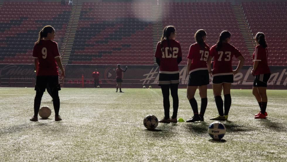 Xolas De Tijuana El Futbol Femenino De Mexico Nace En La Frontera