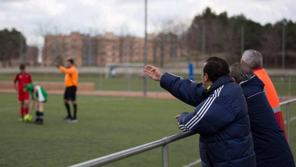 Psicólogos y entrenadores explican que la insana competitividad fomentada  por algunos padres provoca violencia en el fútbol infantil 307eb206f5a07