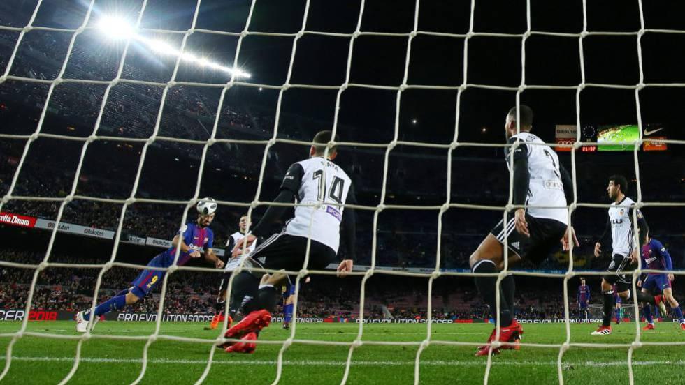 e12296dead1be Barcelona - Valencia  Nunca falta el gol de Luis Suárez