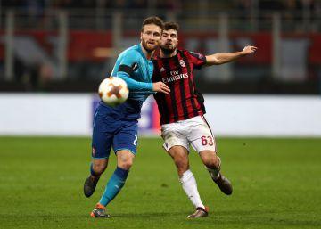 El Arsenal se impone al Milan y se mete en cuartos