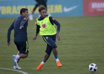 Neymar se entrena por primera vez con el once titular de Brasil