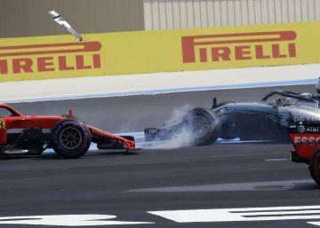 Vettel se pasa de frenada, Hamilton recupera el liderato y Alonso se retira en la última vuelta