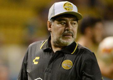 Maradona gana por goleada en su primer partido con los Dorados