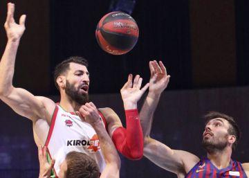 El Baskonia, finalista tras resistir al Barça en un duelo desconcertante