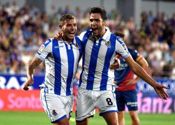 La Real Sociedad resiste el acoso del Huesca