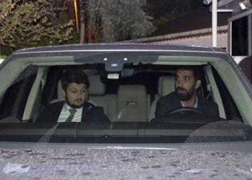 Arda Turan, multado por su club con 370.000 euros por la pelea con el cantante Berkay Sahin