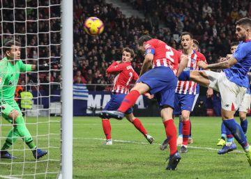 El gol del cojo y el VAR culminan la remontada del Atlético
