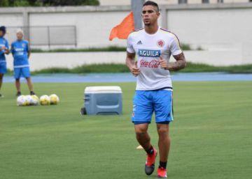 El defensa colombiano del Deportivo Cali Juan Sebastián Quintero sale ileso de un atentado