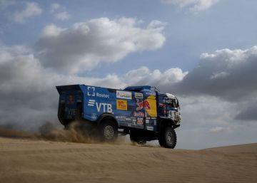 El ruso Karginov, expulsado del 'rally' Dakar tras atropellar con su camión a un espectador y no pararse