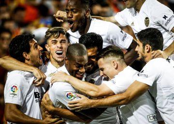 Valencia arde. Y el murciélago de Mestalla celebra 100 años de vuelo