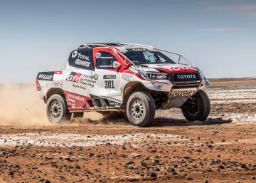 Fernando Alonso prueba con el coche ganador del Dakar
