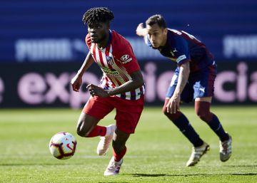 El Atlético gana en Eibar con escaso brillo