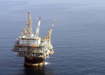 El petróleo toca máximos anuales ante el fin de las excepciones al embargo iraní