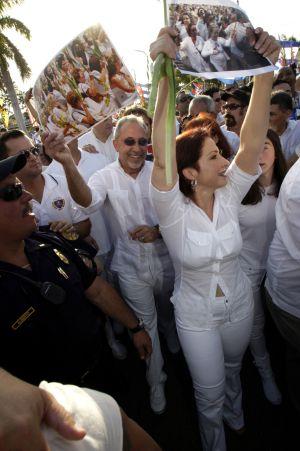 Quin Se Atreve Con El Clan De Emilio Y Gloria Estefan Gente Y