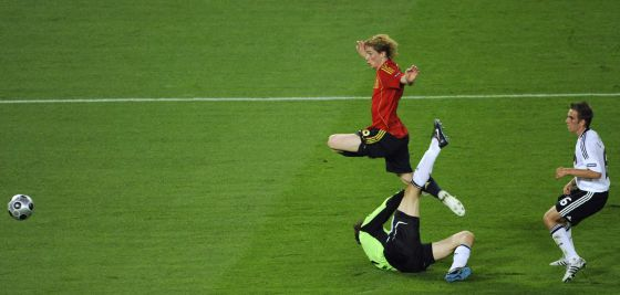 Fernando Torres vaults over the challenge of Jens Lehmann in Vienna in 2008 to score the championship-winning goal.
