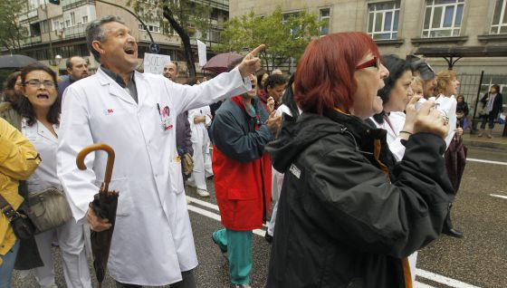 Workers at La Princesa University Hospital have led daily protests in the streets against the regional government's plans for the center.