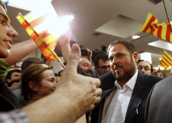 ERC leader Oriol Junqueras (r) with supporters in Barcelona on Sunday.