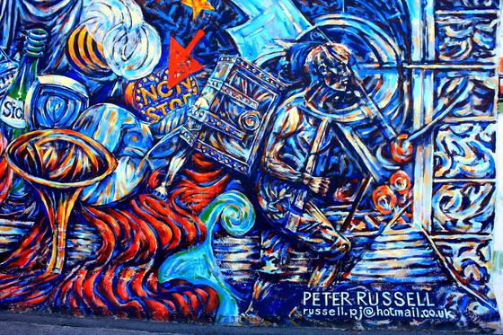 La explosión de grafitis en Berlín se remonta a comienzos de la década de  los 80. En la zona occidental, en barrios como Kreuzberg, una zona habitada