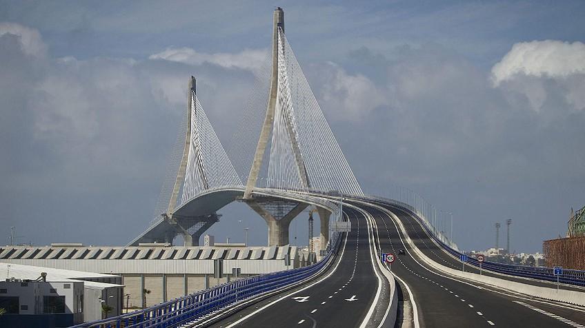 Vídeo: La construcción del puente de Cádiz en cuatro minutos ...