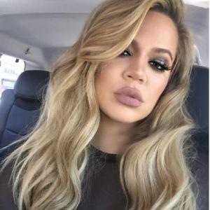 Khloé Kardashian, parece que esta vez vestida.