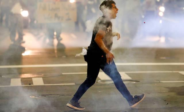 Charlotte declara el estado de emergencia en la segunda noche de protestas