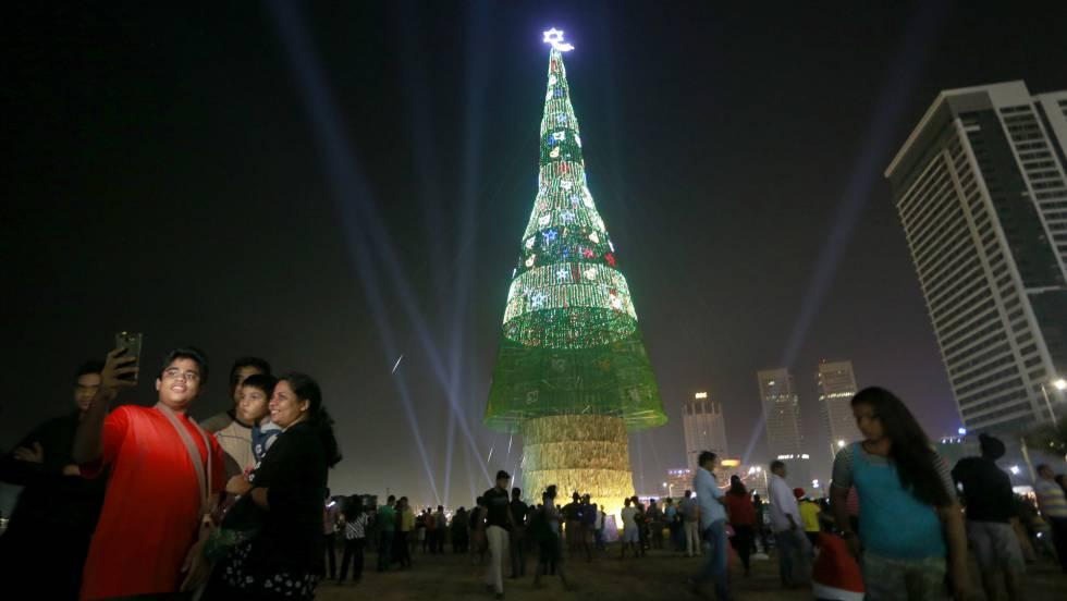Vdeo El rbol de Navidad ms grande del mundo 73 metros de altura