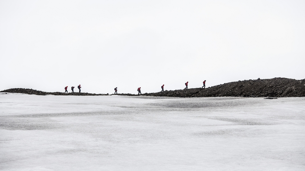 Expedición de científicos dirigiéndose al glaciar Collins, en la isla Rey Jorge, archipiélago de las Shetland del Sur.