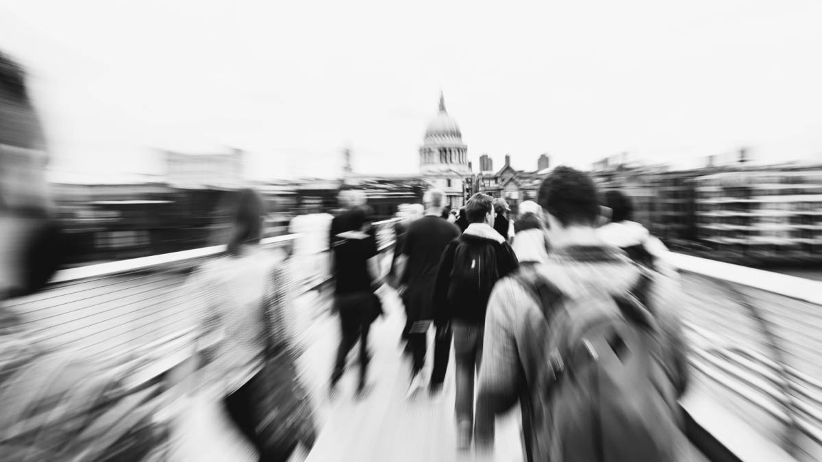 La cara oculta de los 'millennials': inseguros y adictos al trabajo