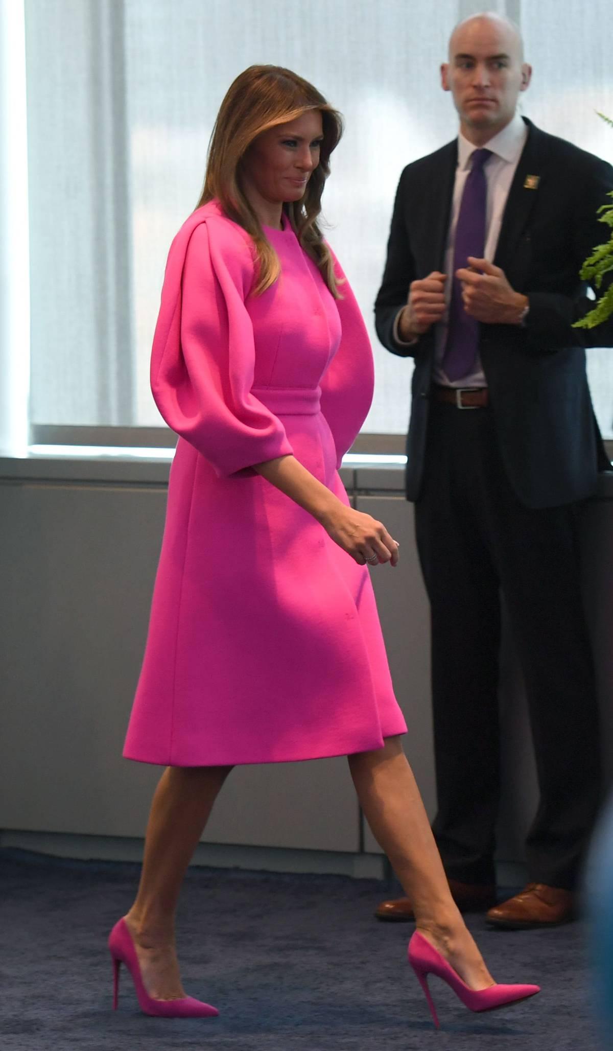 Melania Trump, criticada por la elección de un traje de DelPozo ...