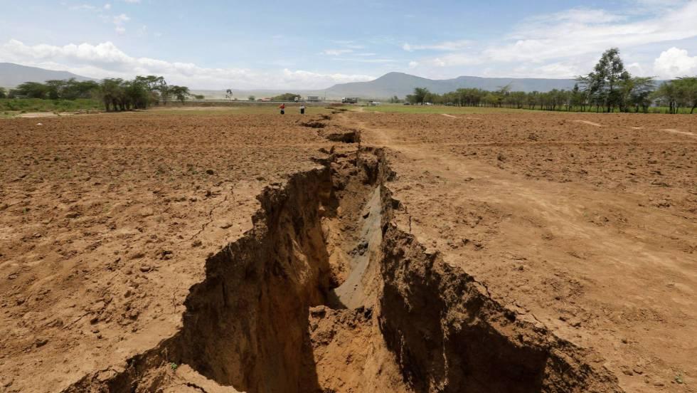 Resultado de imagen de Una gigantesca grieta atraviesa el suroeste de Kenia