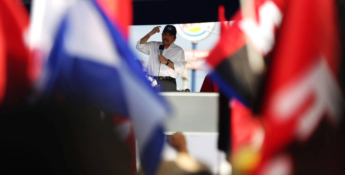 Ortega se da un baño de masas y pide