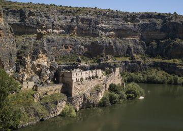 Un recorrido por conventos, castillos y palacios que penden de un hilo