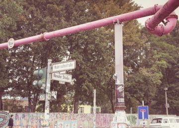 El misterio de las tuberías rosas por la calles de Berlín