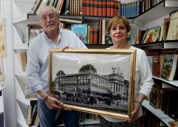 Los libreros de las 40.000 postales de Madrid