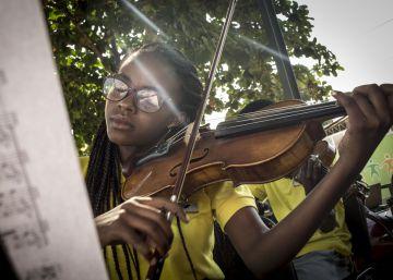 Mozart suena en los suburbios de Luanda